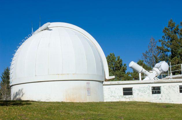Μυστηριώδες κλείσιμο και εκκένωση αστεροσκοπείου στο Νέο Μεξικό, με αναφορές για εμφάνιση πρακτόρων του