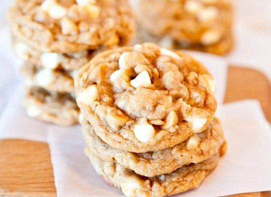 "<strong>Get the <a href=""http://www.loveveggiesandyoga.com/2011/10/peanut-butter-oatmeal-white-chocolate-cookies.html"" target"