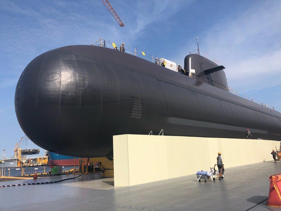 1조짜리 해군 첫 전략무기급 잠수함 진수식에 문대통령이 참석해 한