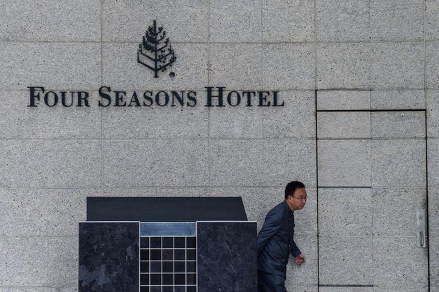 샤오젠화 밍톈그룹 회장이 괴한들에게 끌려간 홍콩 포시즌스