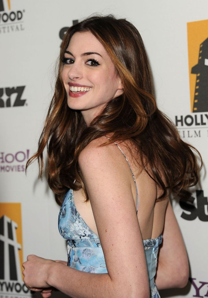 Anne Hathaway Haircut Is Drastic Change For The Les Miserables Star Photos Huffpost Life