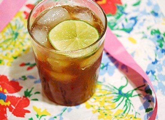 "<strong>Get the <a href=""http://www.pinkofperfection.com/2007/09/5-things-bottle-of-rum/"" target=""_hplink"">Rum and Tonic reci"