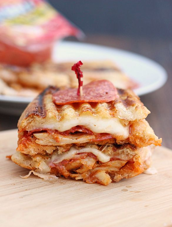 """<strong>Get the <a href=""""http://whatscookinglove.com/2014/12/chicken-pepperoni-parmesan-panini-hormel-pepperoni/#_a5y_p=30639"""