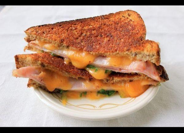 "<strong>Get the <a href=""http://www.sixteenbeans.com/2012/08/arugula-ham-grilled-cheese.html"" target=""_hplink"">Arugula And Ha"