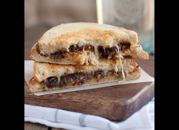 """<strong>Get the <a href=""""http://www.portuguesegirlcooks.com/2012/04/french-onion-grilled-cheese.html"""" target=""""_hplink"""">French"""