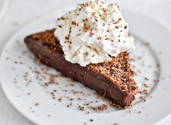 "<strong>Get the <a href=""http://www.howsweeteats.com/2012/03/no-bake-milk-chocolate-baileys-truffle-cake/"">No Bake Milk Choco"