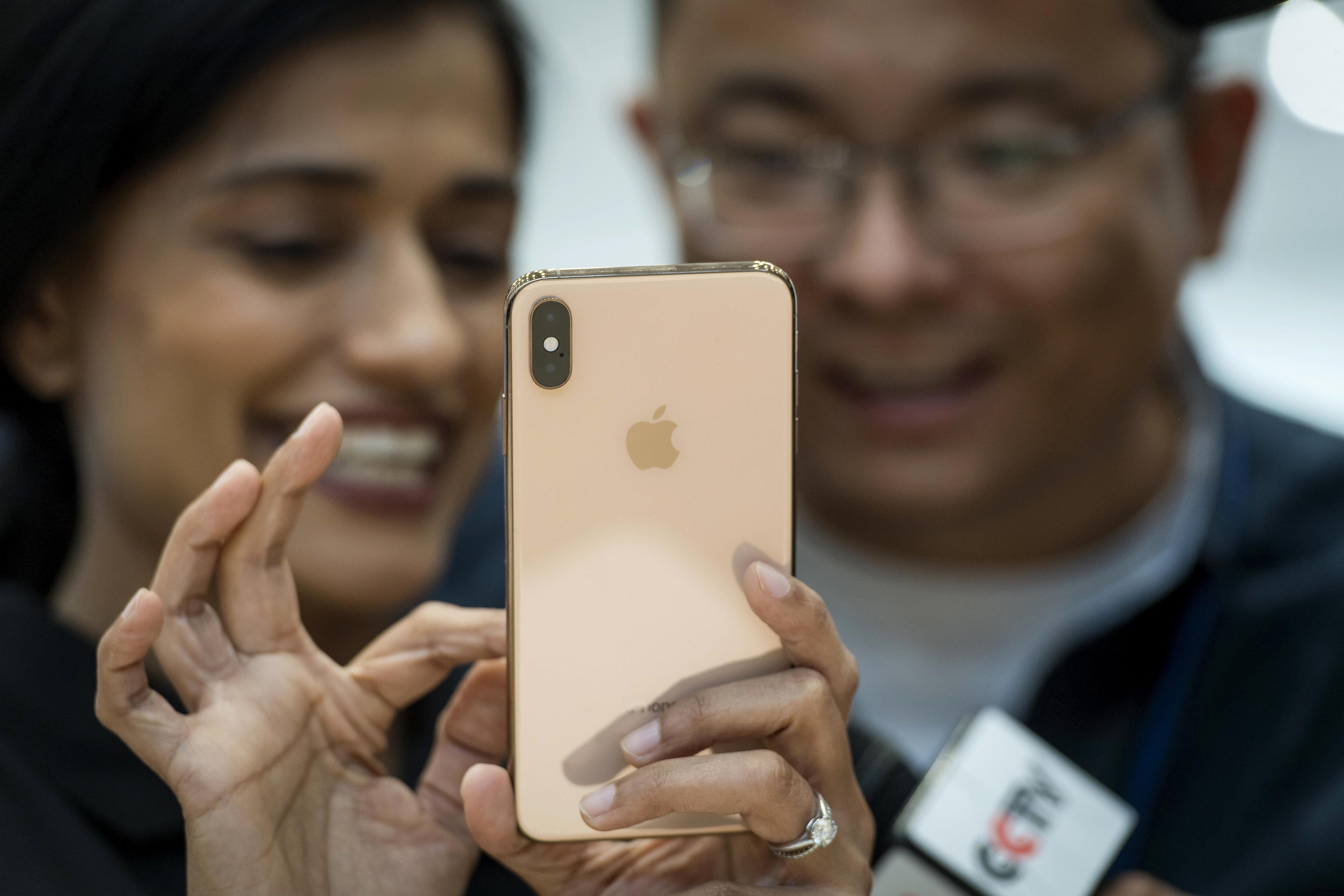 Οι γυναίκες γκρινιάζουν για τα νέα iPhone: «Η Apple δεν μας σκέφτεται