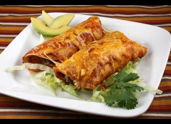 "<strong>Get the <a href=""http://www.recipegirl.com/2011/05/02/easy-beef-enchiladas/"" target=""_hplink"">Beef Enchiladas with Zu"