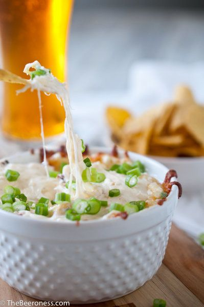 "<strong>Get the <a href=""http://thebeeroness.com/2012/07/03/roasted-garlic-parmesan-beer-cheese-dip/"" target=""_blank"">Roasted"