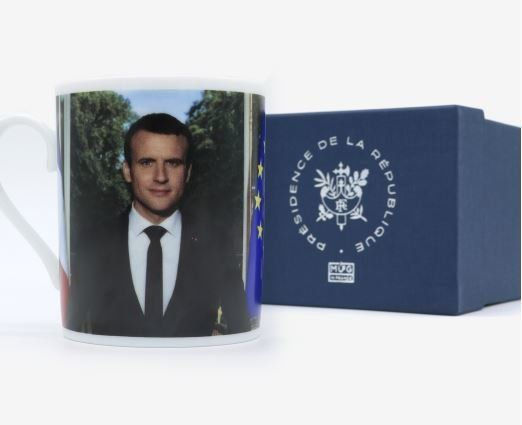 Ταπεινότης μηδέν; Ο Μακρόν πουλάει 25 ευρώ φλιτζάνια με το πρόσωπό