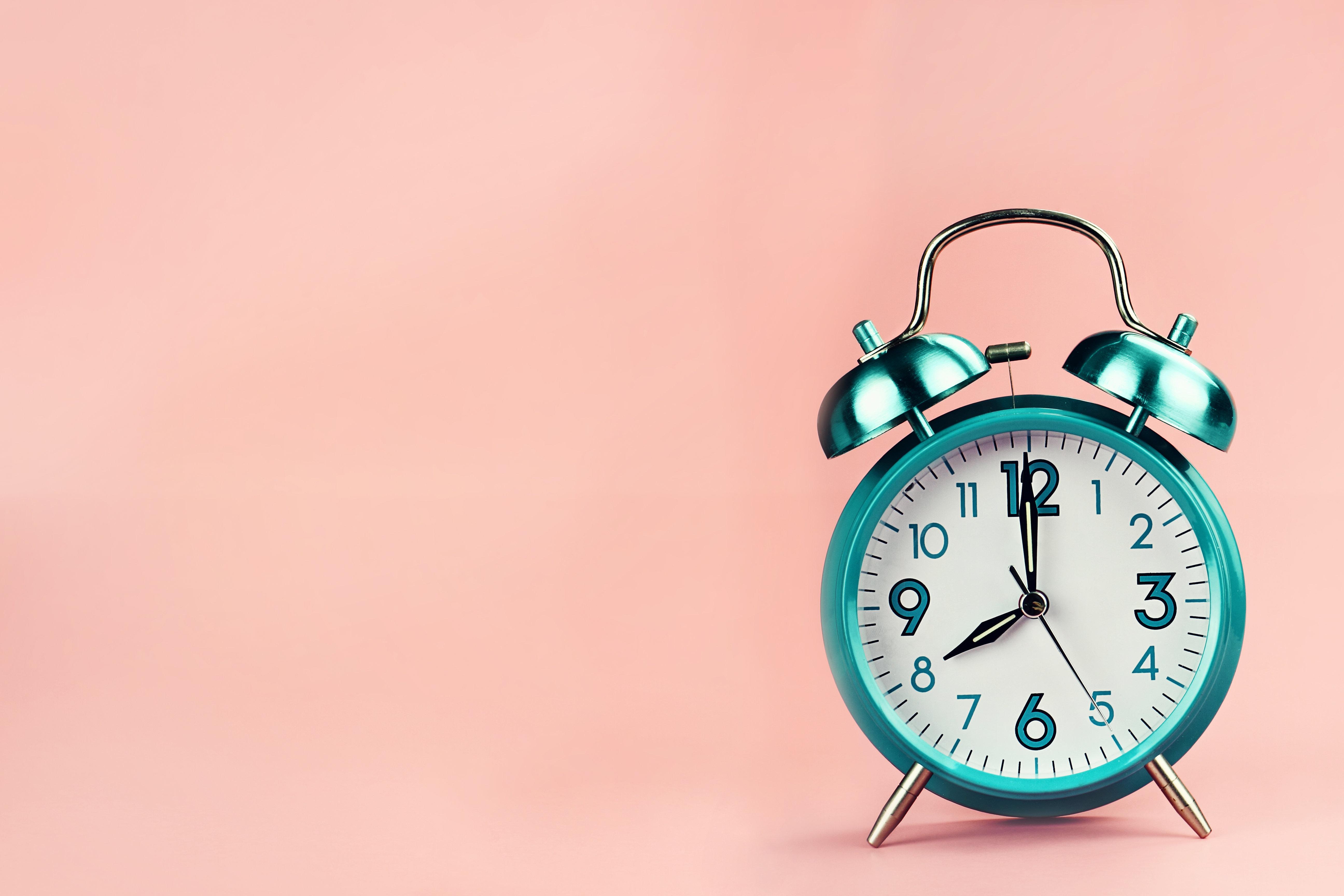 Η ώρα σταματά να αλλάζει, αλλά θα διατηρηθεί η θερινή ή η χειμερινή; Την απάντηση δίνει η