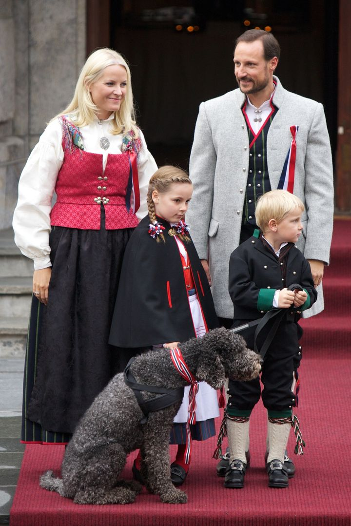 Norway S Royal Family Celebrates Norwegian Constitution Day With Awesome Outfits Photos Huffpost Life