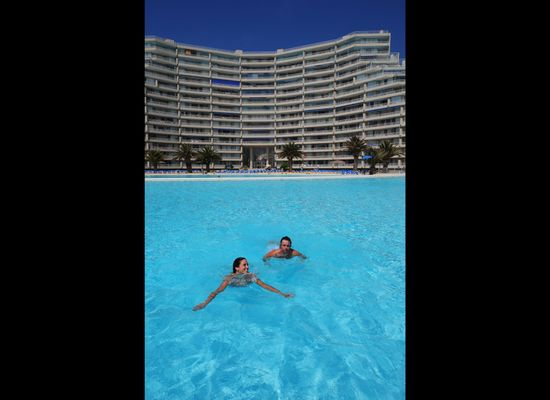 World's Largest Outdoor Pool At Chile's San Alfonso del Mar Resort