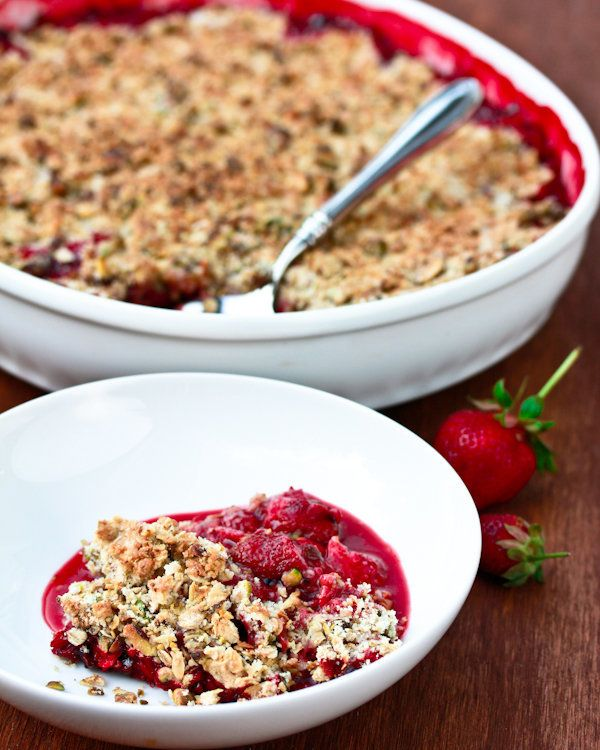 "<strong>Get the <a href=""http://www.aspicyperspective.com/2011/05/fresh-strawberry-pistachio-crumble.html"" target=""_blank"">St"