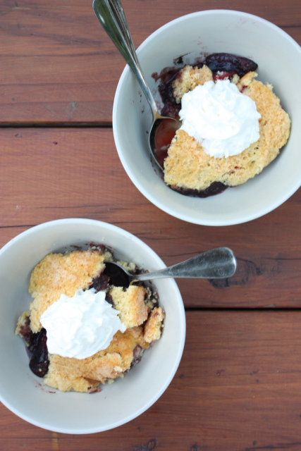 "<strong>Get the <a href=""http://www.completelydelicious.com/2011/07/baking-outside-the-kitchen-easy-dutch-oven-cobbler.html"""