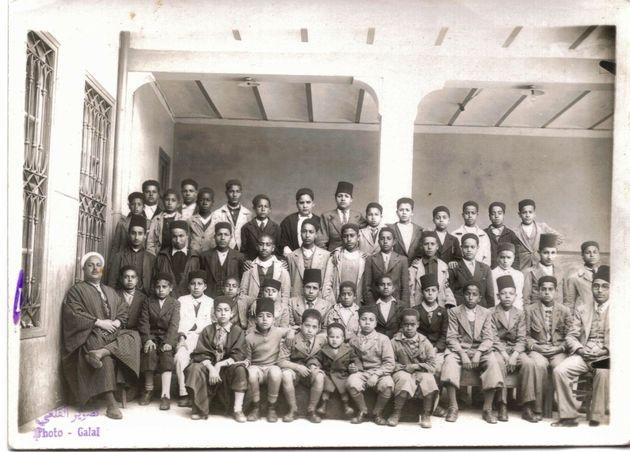 École El Arfenia. À gauche Si Mohamed Ben Jaafar, au centre ses 3 neveux fils d' Ali, Nasser,...