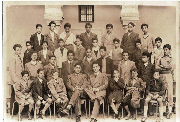 Mustapha Ben Jaafar assis à la droite des enseignants: Mohamed Achour, lettres arabes et...