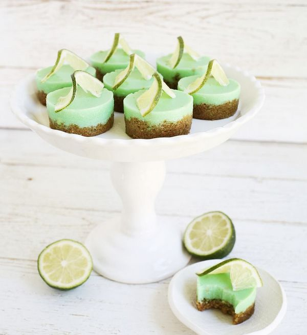 "<strong>Get the <a href=""http://www.abeautifulmess.com/2015/05/key-lime-pie-jello-shots.html"" target=""_blank"">Key Lime Pie Je"