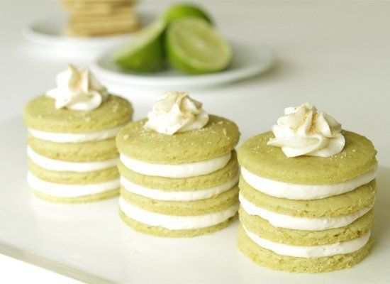 "<strong>Get the <a href=""http://www.minibaker.com/mini-key-lime-cakes-with-cream-cheese-filling/"" target=""_hplink"">Mini Key L"