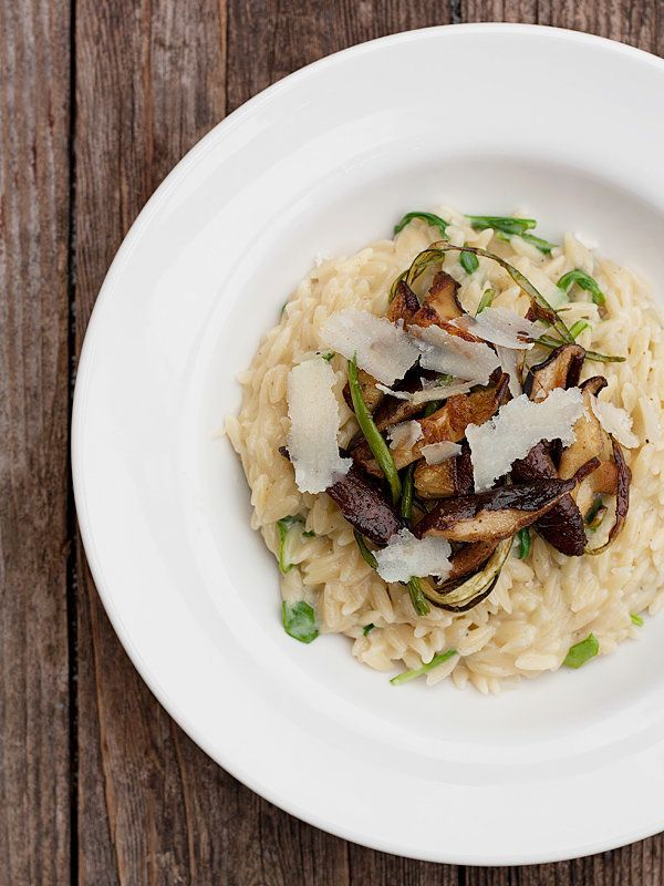 "<strong>Get the <a href=""http://www.seasonsandsuppers.ca/orzo-risotto-shitake-mushrooms-garlic-scapes/"" target=""_blank"">Orzo"