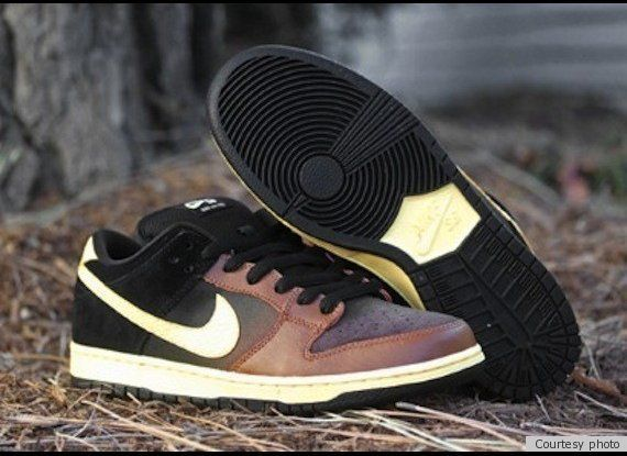 "St. Patrick's Day-themed SB Dunk Low <a href=""http://www.huffingtonpost.com/2012/03/14/nike-black-and-tan_n_1344197.html"" tar"