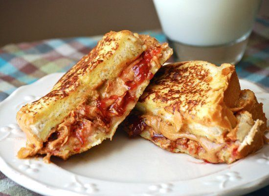 "<strong>Get the <a href=""http://www.macaroniandcheesecake.com/2012/03/peanut-butter-jelly-french-toast-sandwich.html"" target="
