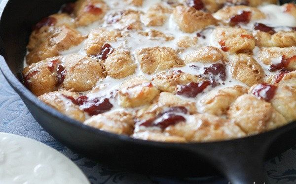 "<strong>Get the <a href=""http://picky-palate.com/2011/03/24/peanut-butter-and-jelly-skillet-monkey-bread/"" target=""_blank"">Pe"