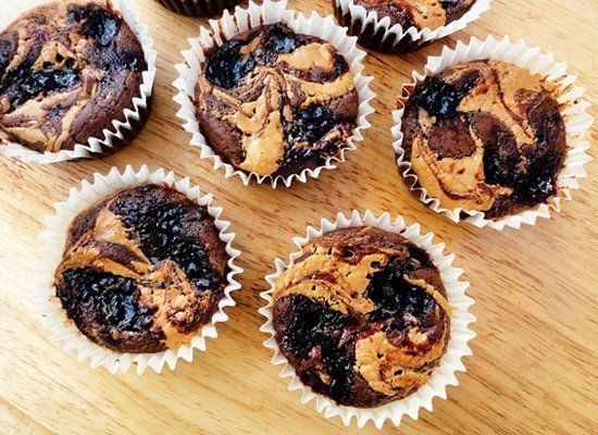 "<strong>Get the <a href=""http://gingerbreadbagels.com/2011/12/01/peanut-butter-and-jelly-swirl-brownie-cupcakes/"" target=""_hp"