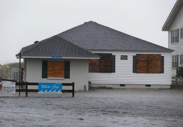 ΗΠΑ: Τoυλάχιστον τέσσερις νεκροί στη Βόρεια Καρολίνα από τον τυφώνα