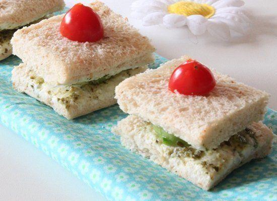 "<strong>Get the <a href=""http://www.funandfoodcafe.com/2012/03/cucumber-pesto-tea-sandwiches.html"" target=""_hplink"">Cucumber"