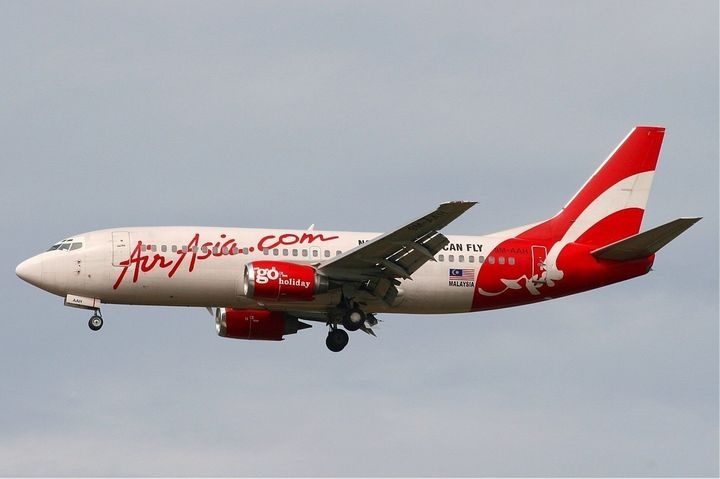Description AirAsia Boeing 737-300 | Source http://www. airliners. net/photo/AirAsia/Boeing-737-375/0821269/L/ | Date 2005-04-04 | Author M ...
