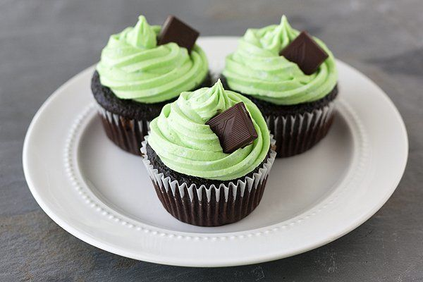 """<strong>Get the <a href=""""http://www.handletheheat.com/mint-chocolate-cupcake/"""" target=""""_blank"""">Mint Chocolate Andes Cupcakes"""