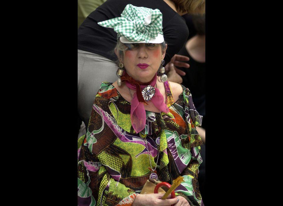 Anna Piaggi attends a Paris Fashion Show  (Getty photo)