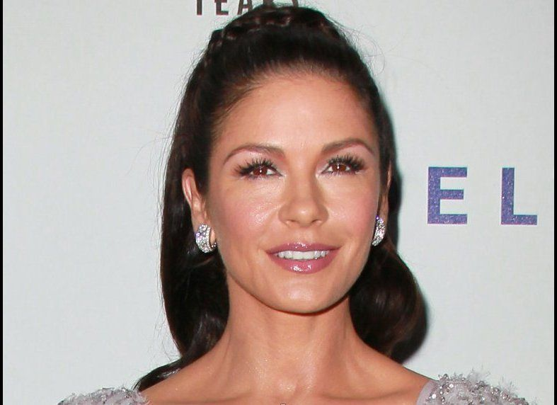 To keep 'em shiny, Zeta-Jones reportedly cerveza-s her strands.