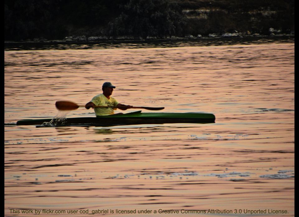 """You can burn 315 calories in 30 minutes of canoeing at the vigorous but <a href=""""http://www.healthstatus.com/cgi-bin/calc/cal"""