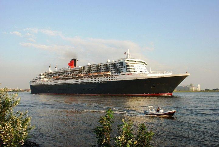 description 1 Queen Mary 2, Hamburg, 25.  Juli 2012 1 Queen Mary 2, モᄚᄐᄆテタᄈ, 25 ᄌホᄏマ 2012 ᄈᄒᄡᄚ   date 2012-07-