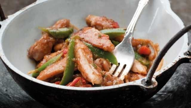 Indian Kadahi Chicken Curry Video Huffpost Life