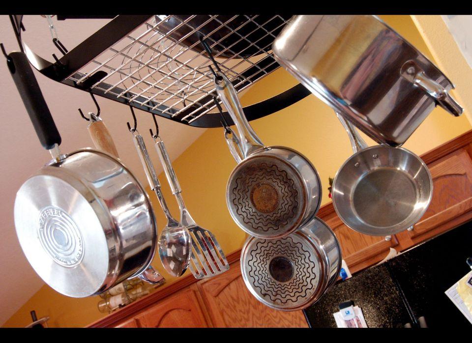 "<a href=""http://www.hgtv.com/homekeeping/decluttering-the-kitchen/index.html"" target=""_hplink"">De-clutter your kitchen</a> ca"