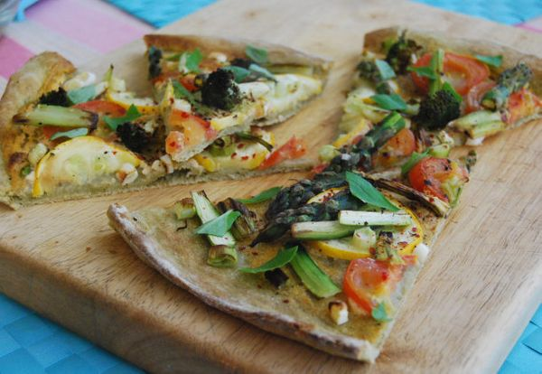 """<strong>Get the <a href=""""https://veghotpot.wordpress.com/2013/05/16/asparagus-broccoli-and-courgette-pizza-with-a-spinach-pow"""