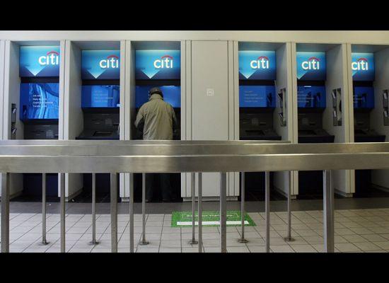 Wells Fargo, SunTrust Add Mobile Check Deposit To Banking