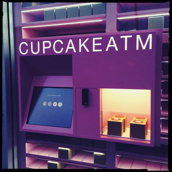 """This cupcake dispensing ATM <a href=""""http://www.huffingtonpost.com/2014/03/26/cupcake-atm_n_5036149.html"""" target=""""_blank"""">sto"""