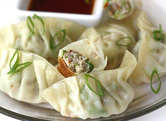 "<strong>Get the <a href=""http://steamykitchen.com/5874-gyoza-recipe-japanese-pan-fried-dumplings.html"" target=""_hplink"">Pan F"