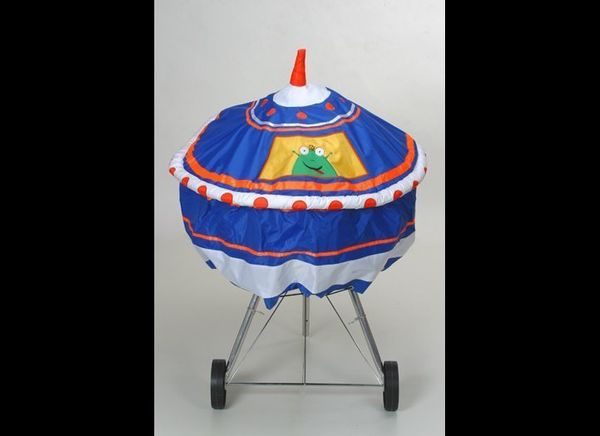 """For only $10, you and your <a href=""""http://www.bbqzoo.com/22-UFO-BBQ-COVER-UF22A.htm"""" target=""""_blank"""">UFO BBQ Cover</a> can l"""