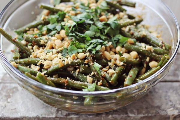 "<strong>Get the <a href=""http://www.abeautifulmess.com/2013/03/thai-style-green-beans.html"" target=""_blank"">Thai Style Green"