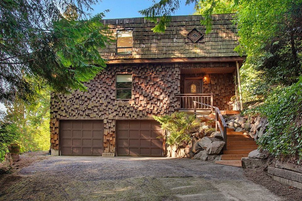 """Listed by <a href=""""http://www.windermere.com/listing?legacyid=132549412"""">Windermere Real Estate</a>, this home has three bedr"""