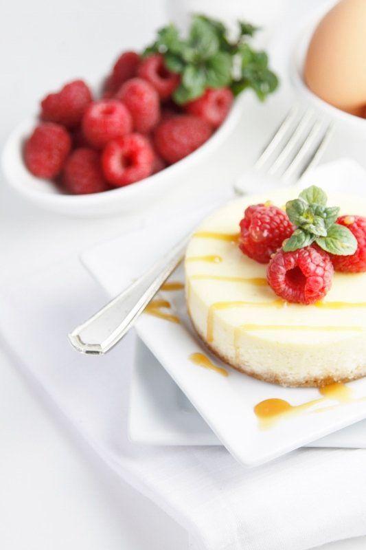 "<strong>Get the <a href=""http://www.bellalimento.com/2013/03/27/mini-raspberry-caramel-cheesecakes/"" target=""_blank"">Mini Ras"