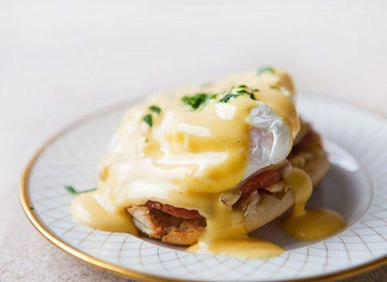 """<strong>Get the <a href=""""http://www.simplyrecipes.com/recipes/eggs_benedict/"""" target=""""_hplink"""">Eggs Benedict recipe</a> by Si"""