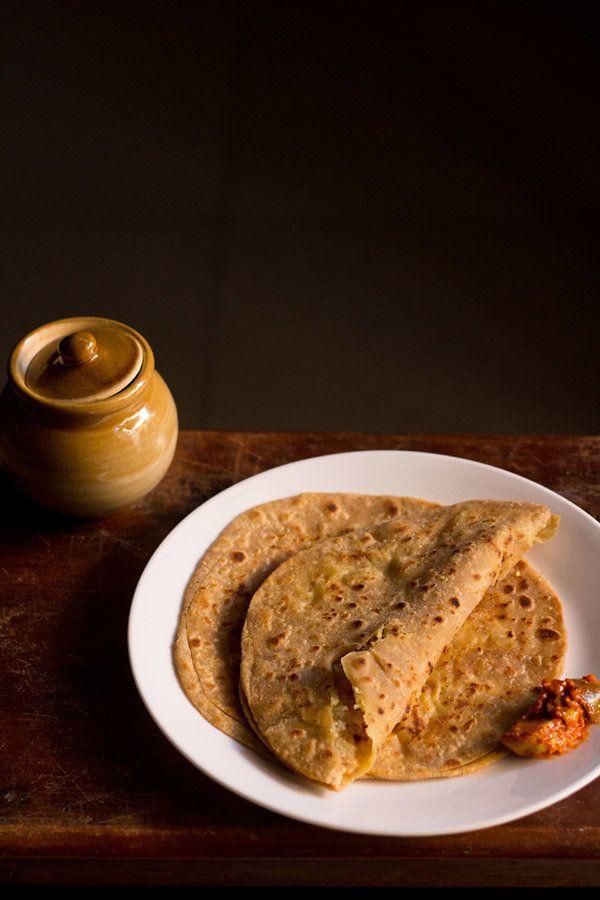 "<strong>Get the <a href=""http://www.vegrecipesofindia.com/aloo-gobi-paratha-recipe/"" target=""_blank"">Aloo Gobi Paratha</a> re"