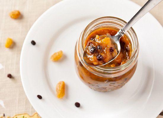 "<strong>Get the <a href=""http://www.jasonandshawnda.com/foodiebride/archives/3179/"">Spicy mango Chutney</a> recipe from Confe"