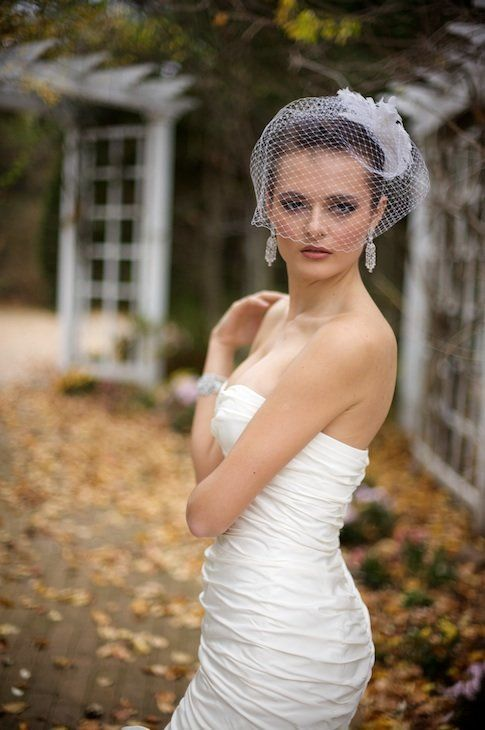 The birdcage veil, often worn by fashion-loving and confident brides, makes a bold statement that no one will forget. Traditi